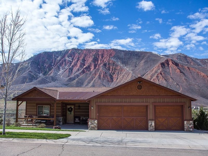 PANORAMIC VIEWS - Minutes from Downtown, holiday rental in Glenwood Springs