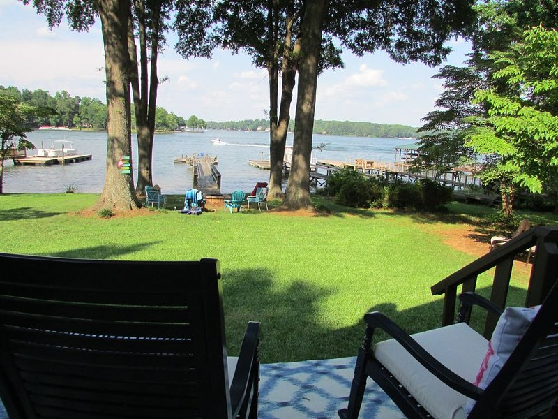 SPECTACULAR LAKEFRONT OASIS New to VRBO, vacation rental in Mooresville