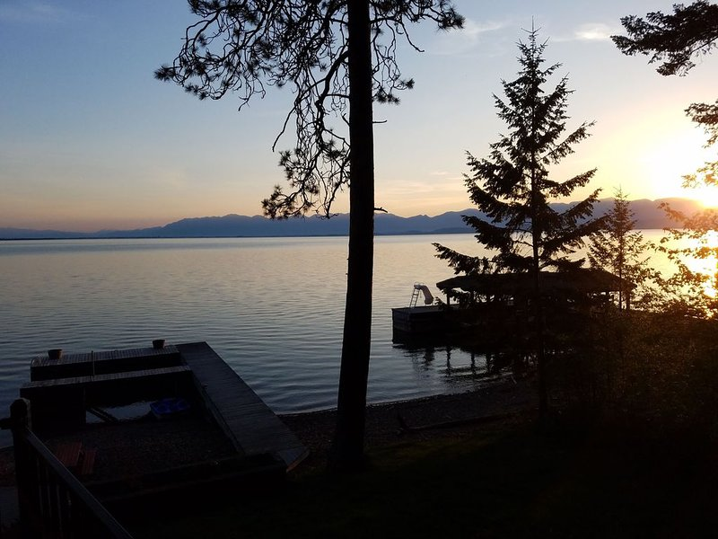 Private Flathead Lake House with unobstructed views into Glacier Park, casa vacanza a Rollins