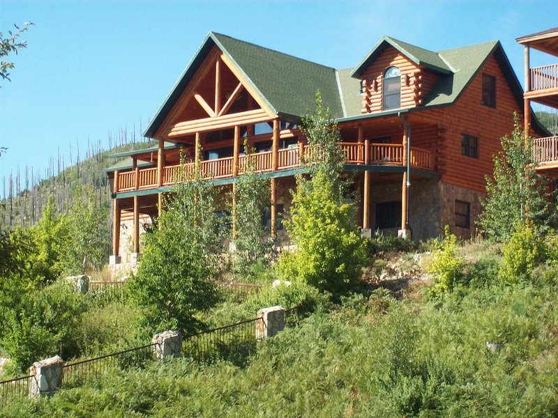Large family oriented cabin, built for easy living and people who love to cook, holiday rental in Mount Lemmon