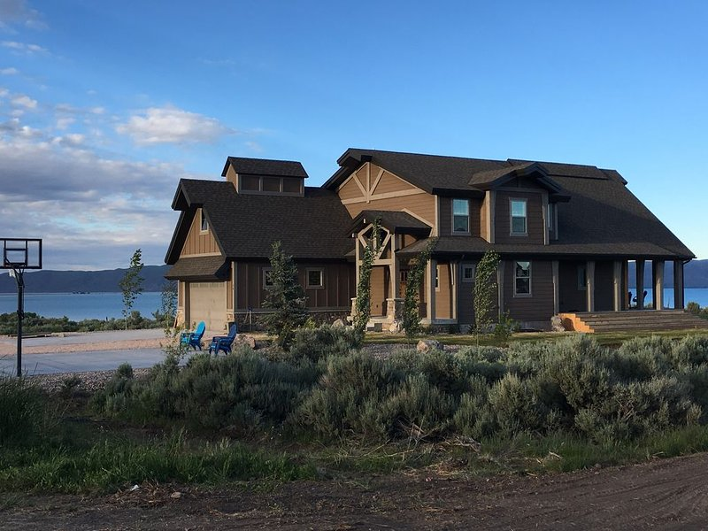 New Bear Lake Home, Beach Access, Pool Access, Sleeps 36, Private Community, holiday rental in Fish Haven