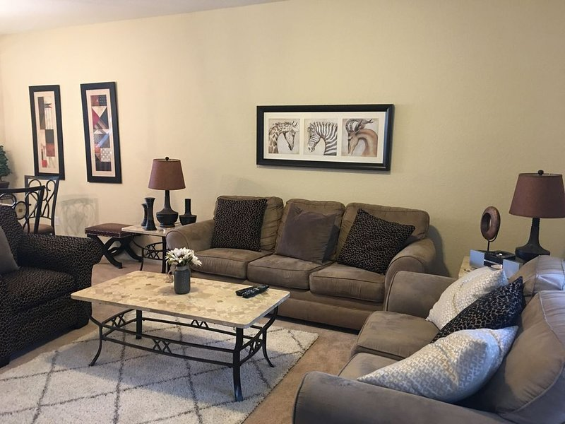 Fabulous 3 Bed/3 bath Townhome. Vista Cay. Great Reviews !, vacation rental in Orlando