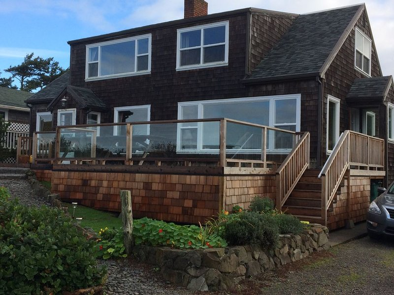 Beachfront Property With An Unobstructed View of the Ocean, vacation rental in Rockaway Beach