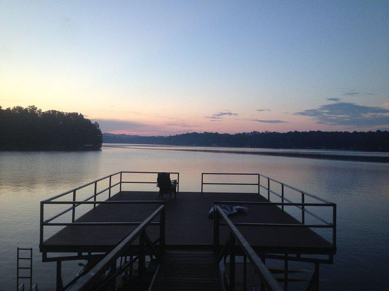 2 Story Dock avec un seul bateau Slip pour votre usage. Sautez dans l'eau profonde de 45 '.