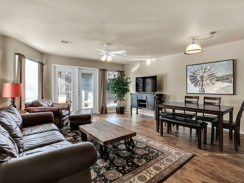 Freshly Updated Gorgeous 2/2 Condo on the Guadalupe River in New Braunfels, holiday rental in New Braunfels