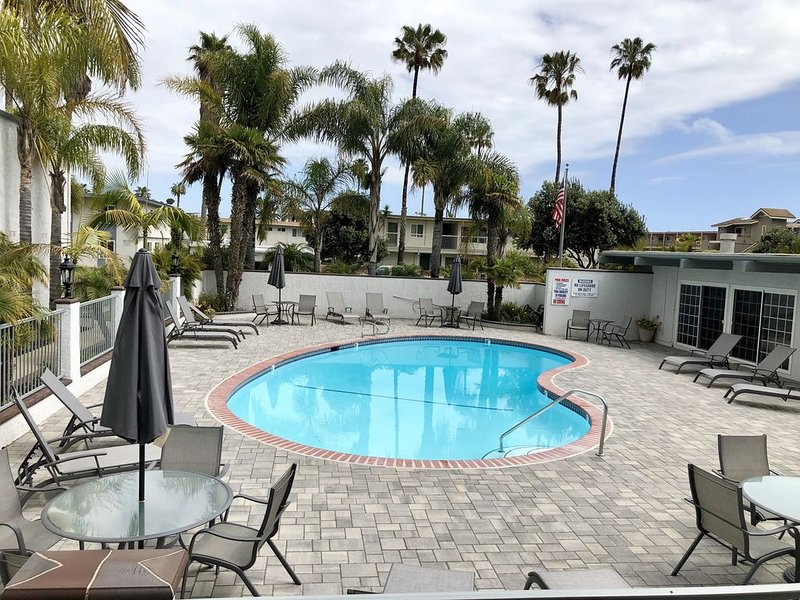 Chic 2 Bedroom Condo by the Sea, a few steps away from white sand beach, vacation rental in Carpinteria