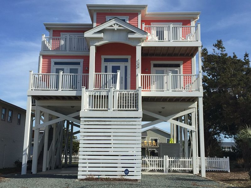 Family-Friendly Beach Retreat, alquiler de vacaciones en Holden Beach