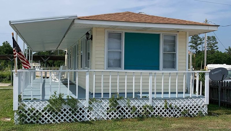 Waterfront Cottage on the ICW - Snowbirds are welcome!, holiday rental in Oriental