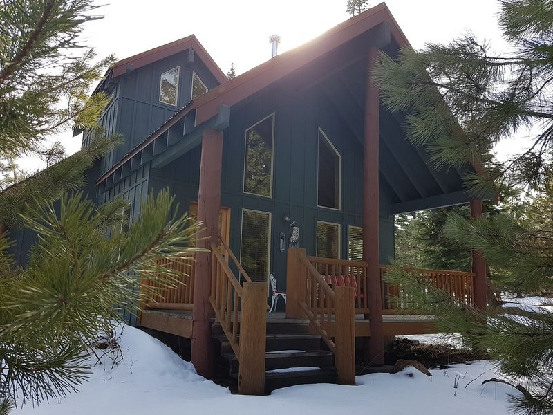 Cozy Cabin by Lake of The Woods, Crater Lake, Ashland, & Other Mountain Lakes, alquiler de vacaciones en Klamath Falls