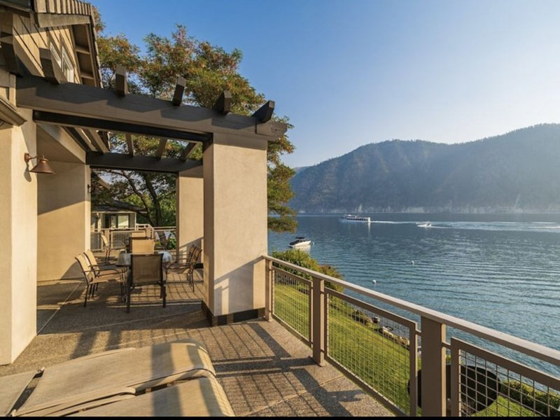 Lake Chelan Waterfront Home at Wapato Point Resort, holiday rental in Manson