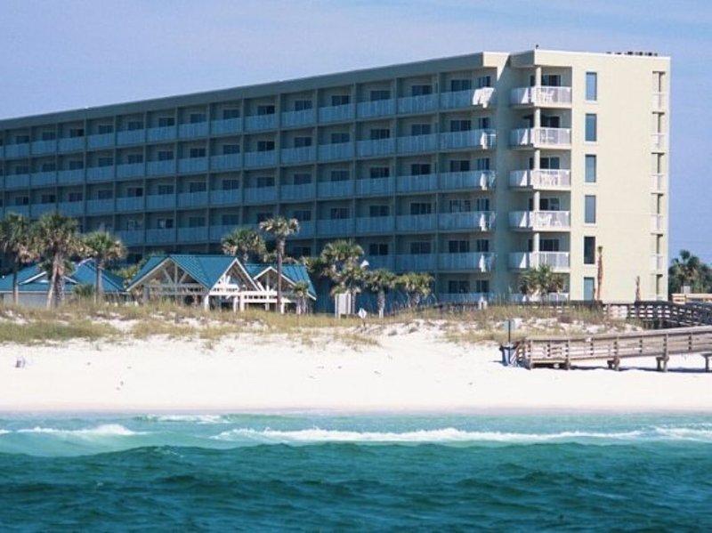 Booking Spring / Summer 2021 **All-Inclusive Rate** FREE WiFi - 2BR/2BA on Beach, alquiler de vacaciones en Fort Walton Beach
