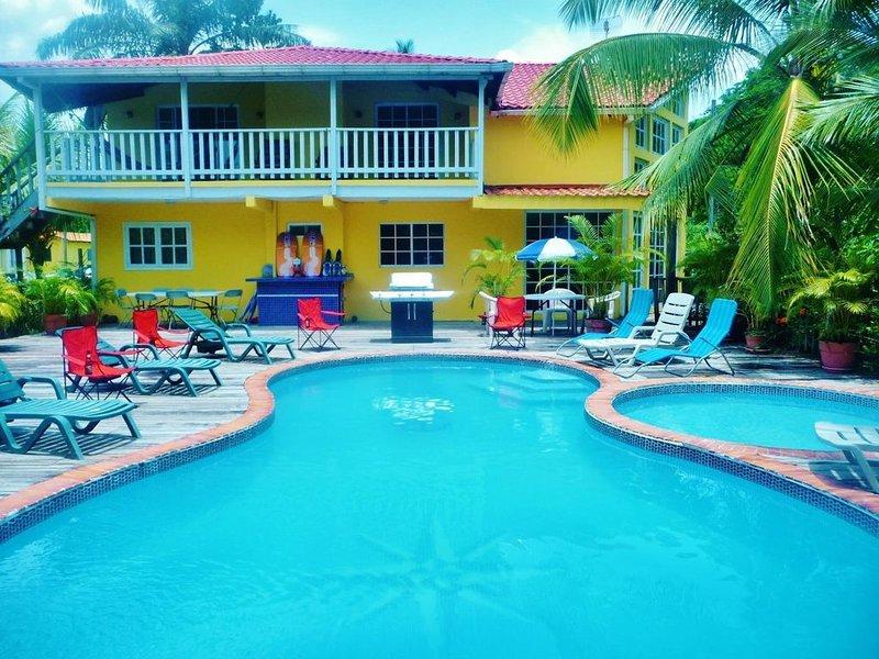$ 1.5 Million Buena Vista Beachfront Estate - Your Fully Staffed Private Resort – semesterbostad i Omoa