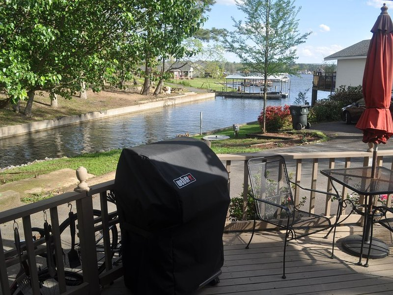 Lakefront Studio Getaway, Perfect for Two!, holiday rental in Hot Springs