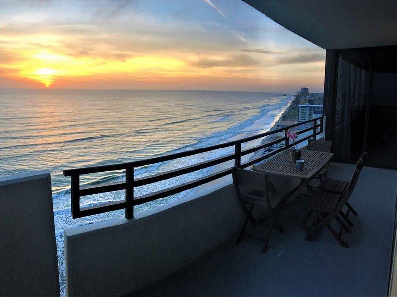 Luxury Ocean Front 2br/2ba Horizons 17 Floor Awesome views NOW OPEN FOR BOOKINGS, alquiler de vacaciones en Daytona Beach