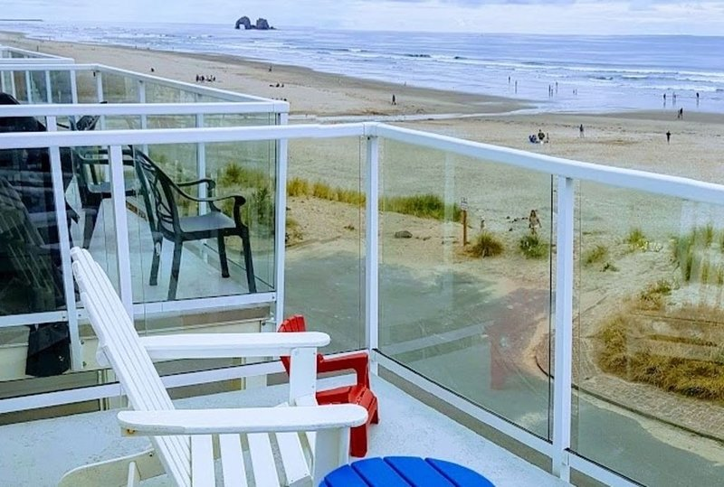 Dog Friendly - Beach Home in the Heart of Rockaway Beach!, location de vacances à Rockaway Beach