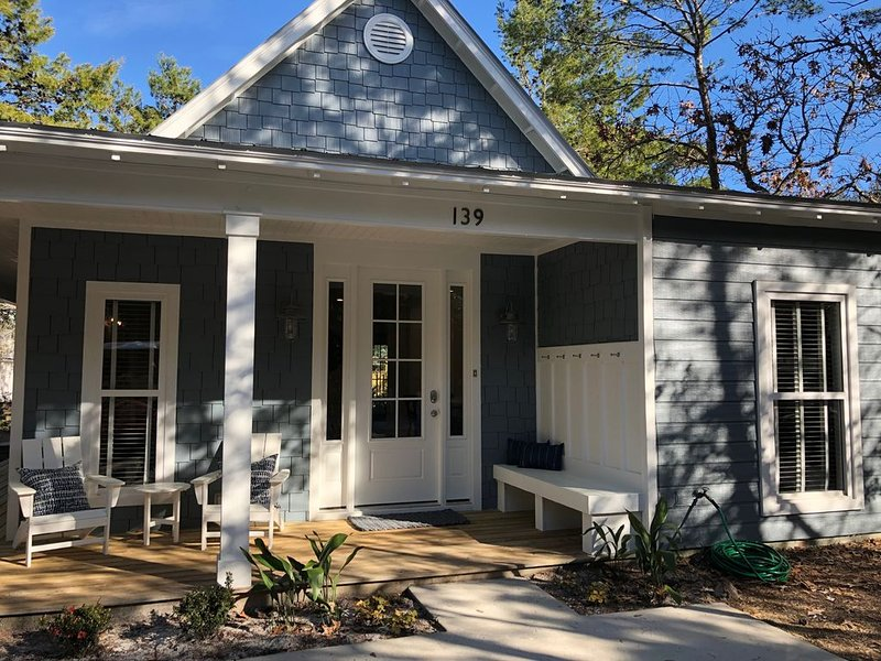 Amazing Seagrove Cottage South of 30A- Cancellation Policy currently relaxed, location de vacances à Grayton Beach
