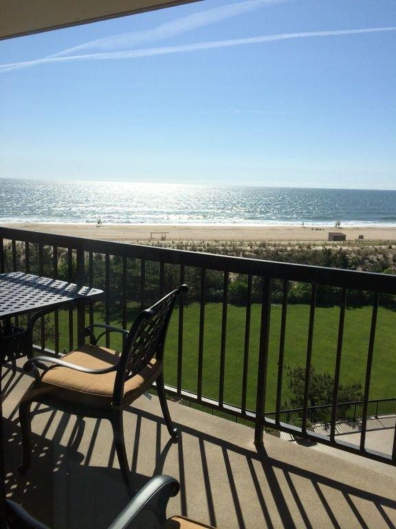 Vacker utsikt över stranden från östra sidobalkongen
