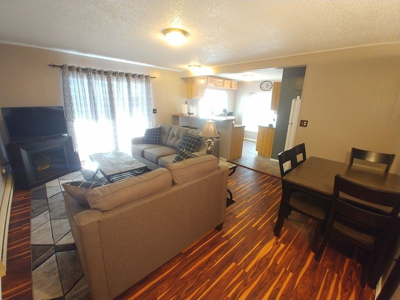 Spacious updated Condo. New furnishings & clean! Close to Breck! Well supplied!, holiday rental in Fairplay