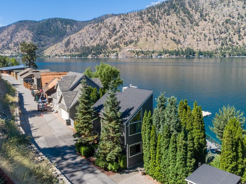 Waterfront home with a private dock, buoy & jet ski lift!, holiday rental in Manson