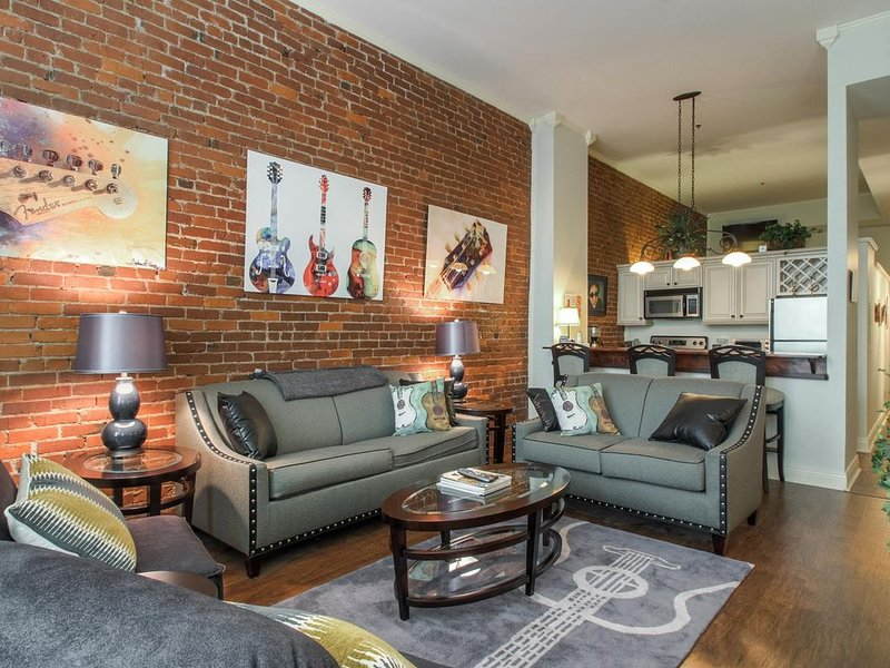 Amazing Condo in the Heart of Downtown Nashville! Walk to restaurants & music!, vacation rental in Nashville