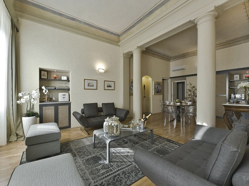 Pitti your luxury property in Florence - with infra red  sauna, holiday rental in Florence