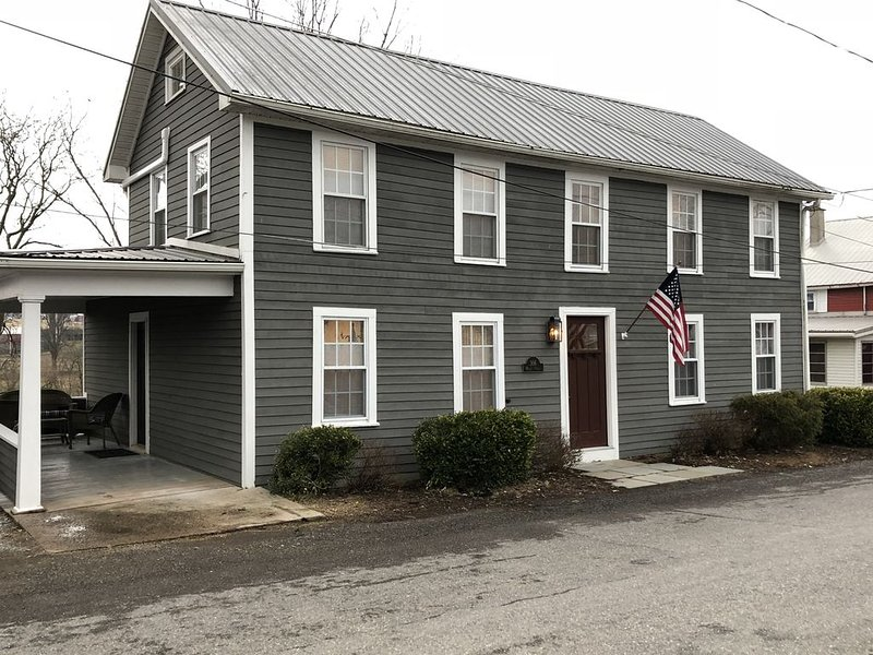 Newly Renovated - Clean!! Waterfront, Scenic Views, Private Yard, Firepit, holiday rental in Mifflinburg