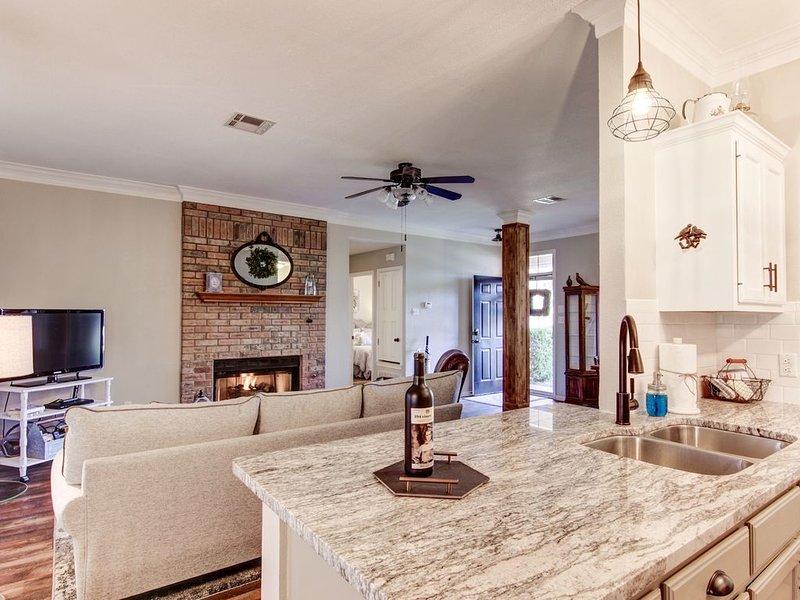 JoyHouse-Waco  Very Convenient to Baylor and Silos, holiday rental in Lorena