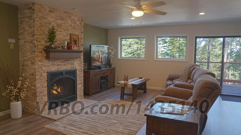 Deluxe Modern 3 Bed 2 Bath home, Inside Yosemite Natl Park, A/C, Remodeled 2019, aluguéis de temporada em Wawona