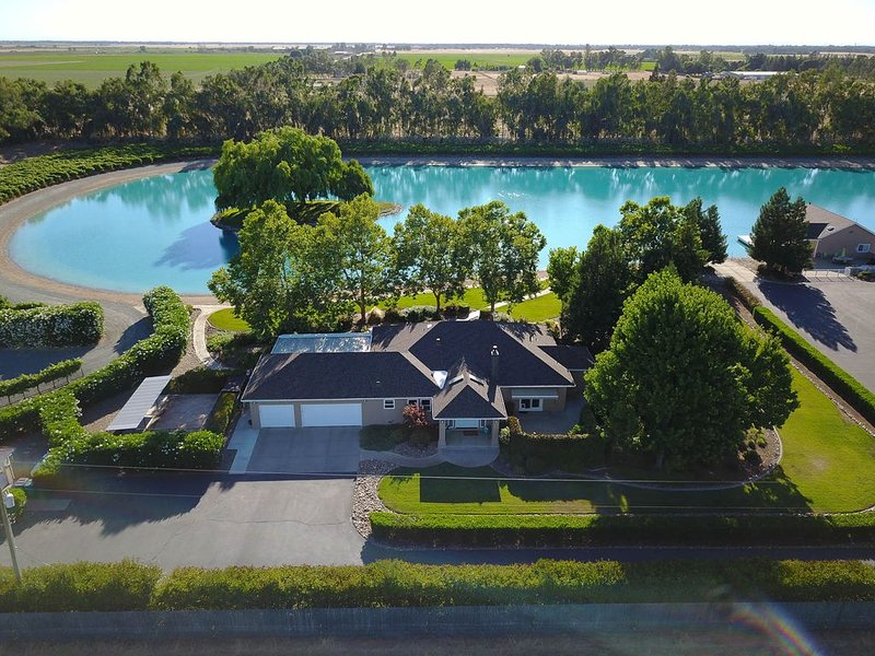PRIVATE ski lake, vineyards, groups and families, holiday rental in Walnut Grove