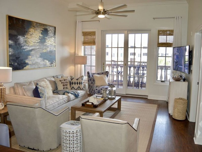 Updated, beautiful decor! Perfect LOCATION! Walking distance to EVERYTHING!!, holiday rental in Seacrest Beach