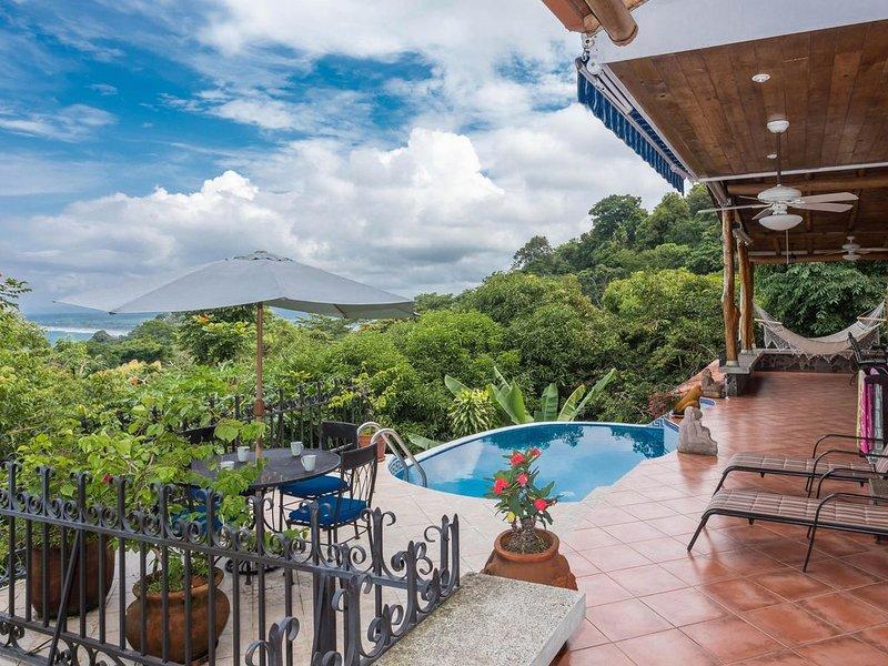 Paradise found!  Tropical getaway with ocean, jungle and sunset views., location de vacances à Parc national Manuel Antonio