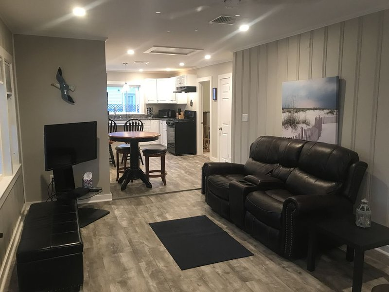 2017 Renovated Beach House, holiday rental in Hampton