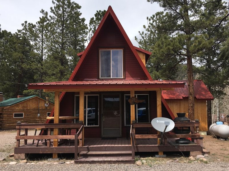 NEW! Pinon Pines in Ponderosa. 3 bedroom, 2 bath cabin in South Fork, alquiler de vacaciones en South Fork