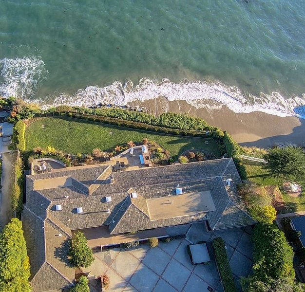Luxurious Oceanfront Home near Private Beach, Shopping, Dining, and Nightlife, vacation rental in Santa Cruz