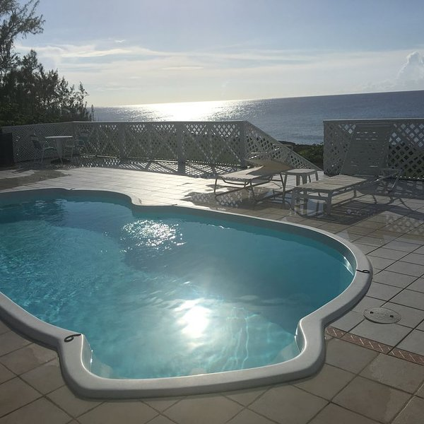 1000 FEET of Oceanfront Home w/ Pool -Famous Snorkel/Dive Site/free WIFI & Phone, holiday rental in West Bay