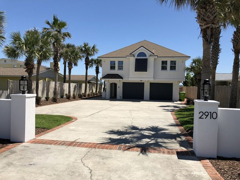Gorgeous Oceanfront Home with Amazing Views and Private Boardwalk, holiday rental in Amelia Island