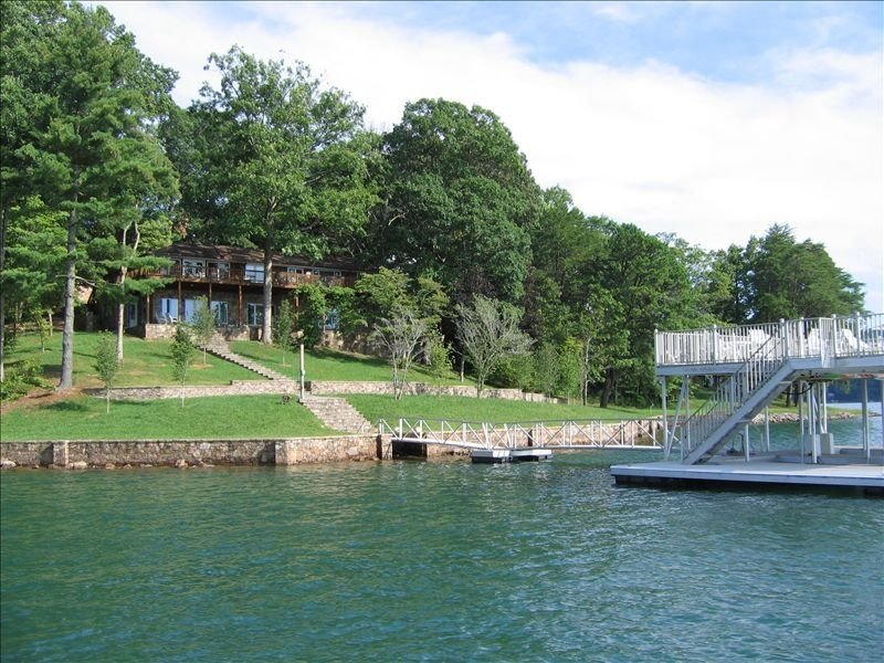 Lakefront Rental on Lake Chatuge Deep-Water, aluguéis de temporada em Warne