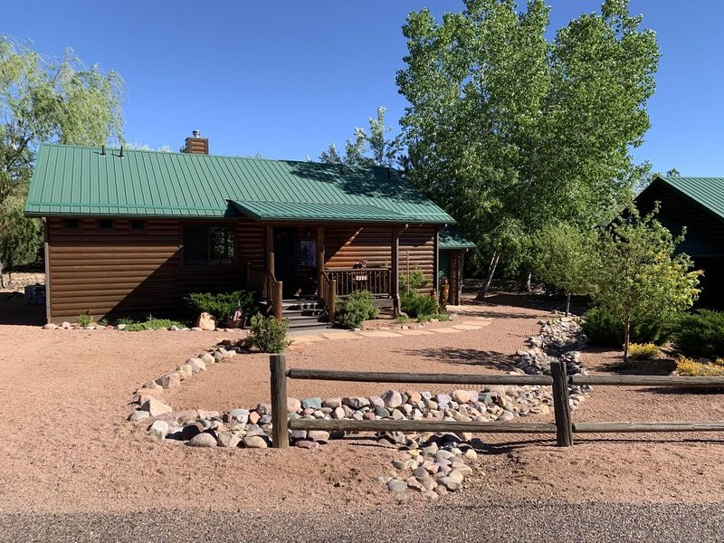 Beautiful Bear Pond Cabin WiFi, Dish Satellite, horseback riding, holiday rental in Forest Lakes