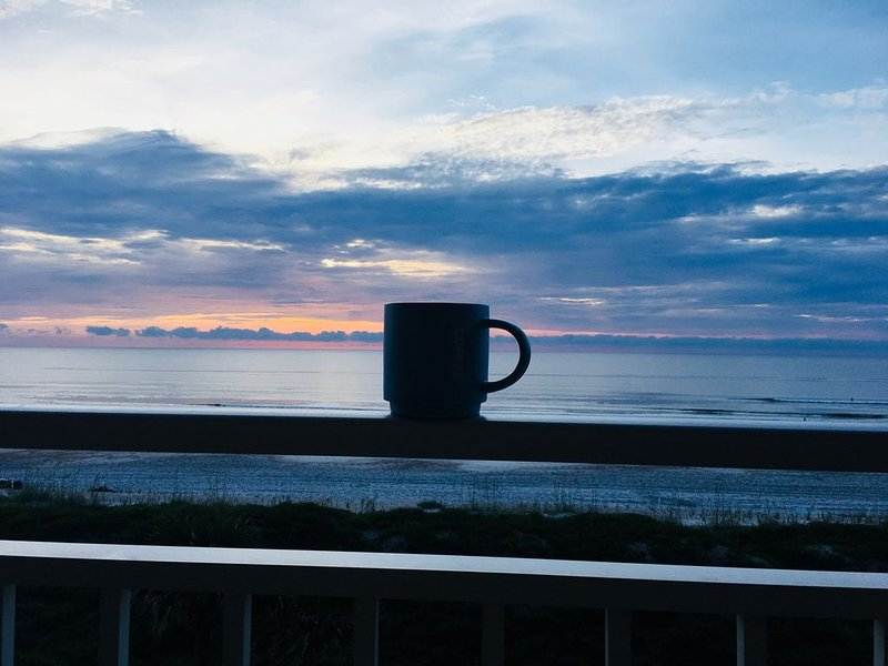 Luxury Oceanfront 2/2 Condo with a Panoramic View, alquiler vacacional en Jacksonville Beach