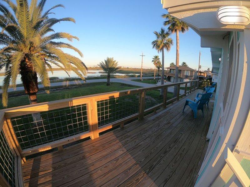 Beautiful views, easy access to the bay and wheelchair accessible home, alquiler de vacaciones en Jamaica Beach