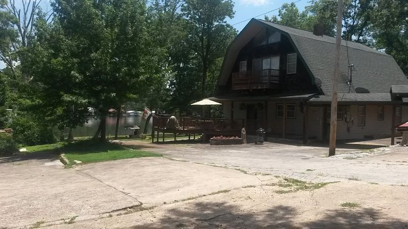Lakefront Property With Boat Ramp On Calm Water, holiday rental in Guntersville