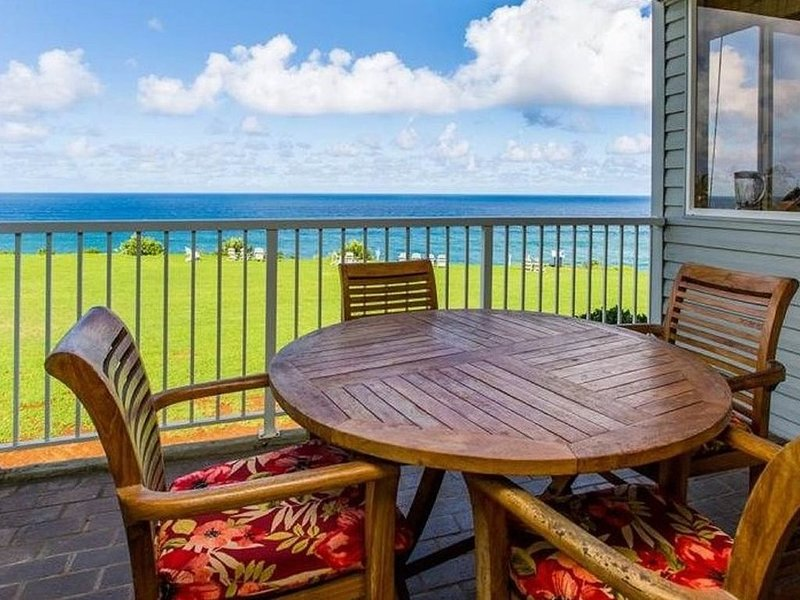 Breathtaking Oceanfront Condo, vacation rental in Princeville