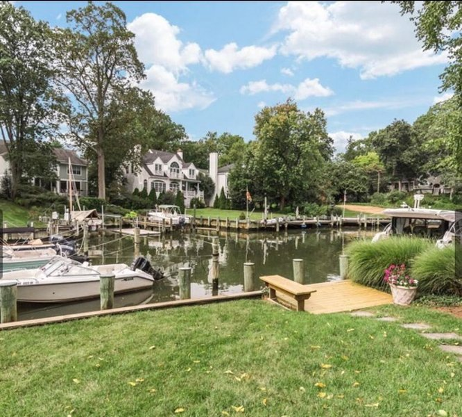 Waterfront Oasis in Eastport - Walk to Downtown and USNA, holiday rental in Davidsonville