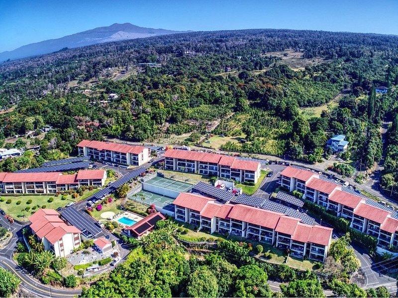 The 'Three Palms' condo at Kona Coffee Villas, vacation rental in Kealakekua