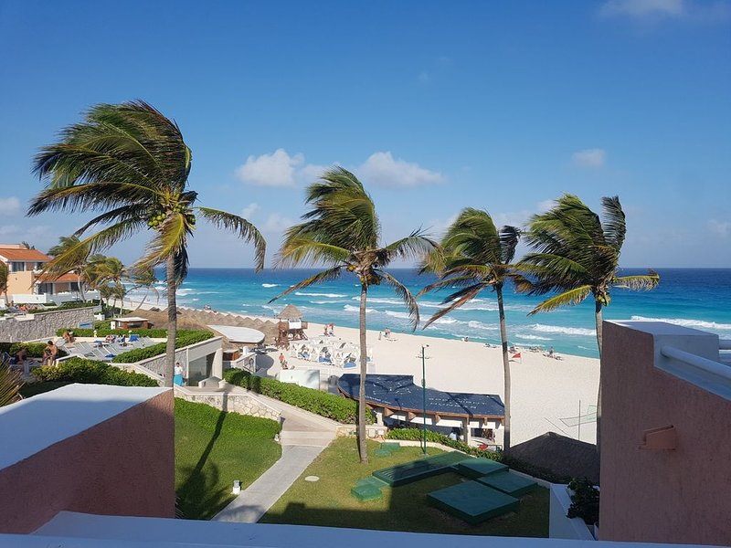 Luxury Beachfront Villa With Spectacular Ocean Views, holiday rental in Cancun
