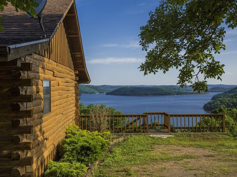 Lake Shore Cabin on Beaver Lake with Boat Dock & Swim Deck, holiday rental in Eureka Springs