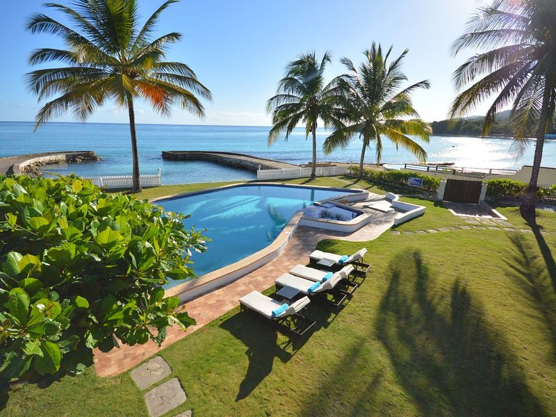 Gated, Four Bedroom, Four Bath, BEACH FRONT, SEA VIEW, Staffed, holiday rental in Mammee Bay