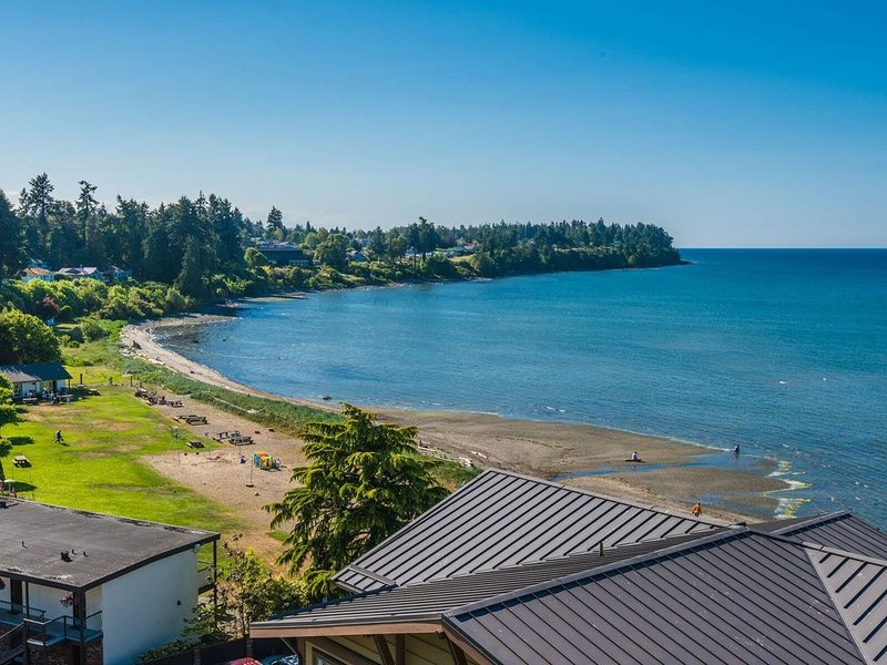 Waterfront Oceanview 2 Br. 1 Ba. Sub- Penthouse, holiday rental in Parksville