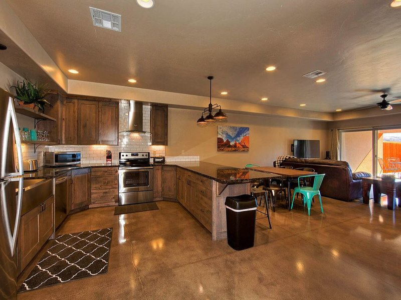 Luxurious 3 bedroom, 2 bathroom townhome. Sleeps 7, panormic views of red rocks., vacation rental in Moab