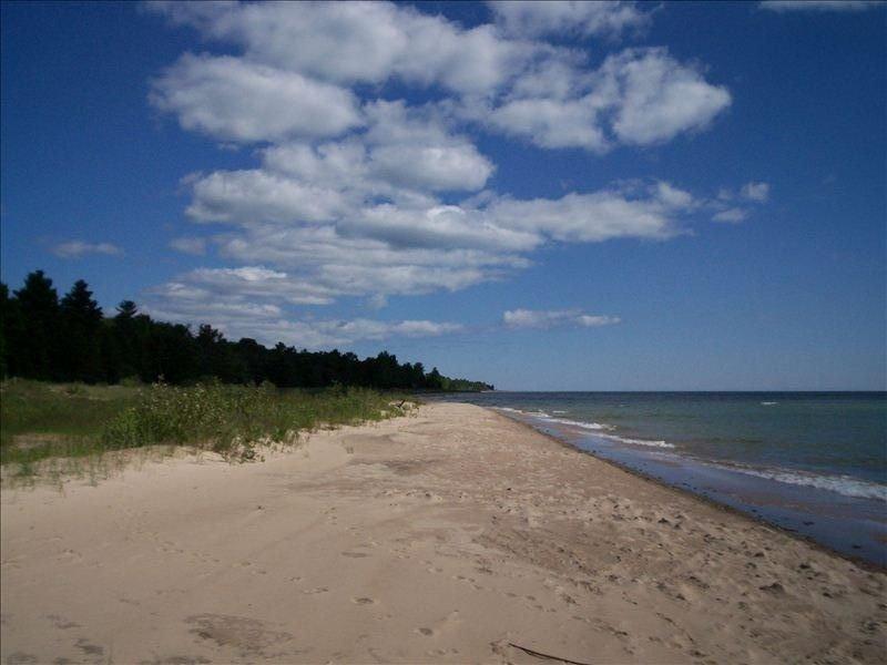 Solitude and the best beach on Michigan's Sunrise Side, alquiler de vacaciones en Harrisville